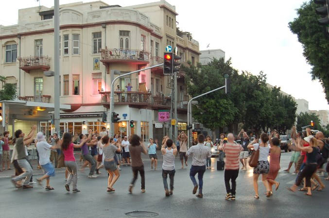 Eyal Vexler, Dance In the Street, Tel Aviv, Summer 2011